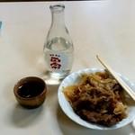 千石食堂 - 千石食堂本店@長野 肉皿とぬる燗(カルカヤ正宗)
