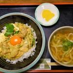 庵 - 地鶏の親子丼(1100円)うどんつき
