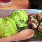 居酒屋 海斗 - 抹茶アイスと黒糖わらび餅~和三盆糖蜜かけ~¥600