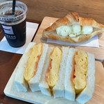 フレッズカフェ - 厚焼き玉子サンドとアイスクリームサンドセット(クロワッサンサンド)