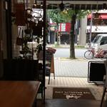 74363734 - オープンカフェは今の時期、気持ちいいですね‼︎