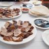 鹿鳴春飯店 - 料理写真:420HKDの北京ダック。過去の口コミで今年4月は350HKDだから1ヶ月ごとに10HKDずつ値上がりしている感じwでも美味かったよ。