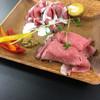 金獅子のヤキニク - 料理写真:ローストビーフとにぎりのプレート。手前がローストビーフにぎり('17/10/07)