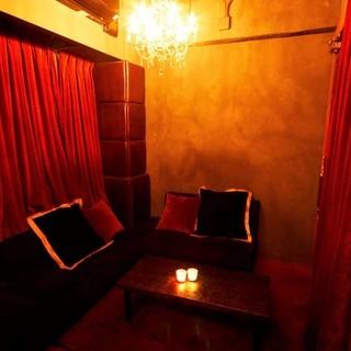 カップルにおすすめなL字ソファーの個室