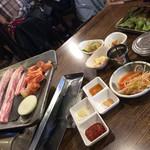 韓国家庭料理 イタロー - 生サムギョプサル(10mm)+野菜セット