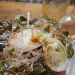市民酒蔵諸星 - 韓国海苔に巻いて食べるとマイウ~
