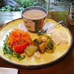 薬膳茶ソイビーンフラワー atきらら - きのこのスープとお野菜