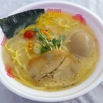 鶴一家 - 【豚塩ラーメン + トロトロの湘南煮玉子】¥900 + ¥100