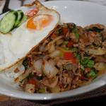 タイ料理レストラン Tha Chang - 豚肉のガパオ菜炒め(ランチ1,000円)