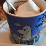COCOA SHOP AKAITORI - ボキらは2人とも、バーディアイスココアに。       カカオのお味がよく分かる美味しいココアです。       (アイスココア単品だと680円です)