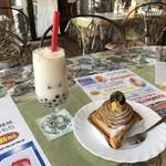 シノン洋菓子店 - 料理写真:モンブラン518円タピオカミルクキャラメル486円