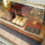 甘味喫茶 岡西 - おはぎ(あんこ・きなこ・ごま) 各¥250