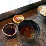 ステーキハウス ミディアムレア - 赤だしの味噌汁