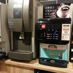 吉野家 - ドリンクバー150円(持ち帰れそうな紙コップのせいで、システムがいまいち不明)
