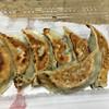 ミッちゃん餃子 - 料理写真:キャーーー!!!見ただけでわかる。 絶対美味いヤツ。  7個で¥300(税込み)。安いしね。
