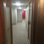 74395458 - 通路の奥に真っ赤な扉