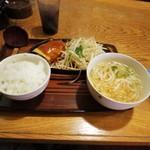 武州うどんあかねandみどりダイニング - チーズハンバーグ定食(\820)
