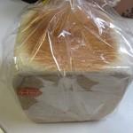一本堂 - チーズゆたか食パン480円。