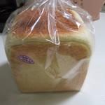 一本堂 - レーズン食パン360円。
