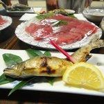 ドライブイン長谷川 - 鮎の塩焼きとマグロのお刺身