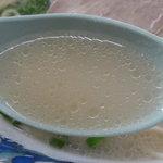 まーちゃんラーメン - スープは、とってもライトな豚骨