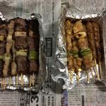 やきとり桜田 - 料理写真:左手は塩、右手はタレ。