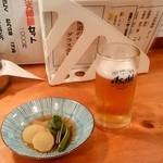 郷土料理 富士  - 郷土料理 富士@網走 生ビールとお通し(こごみ、大根カレー風味、かすべ煮)