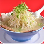 ラーメン福 - メスの豚限定の肩ロースを使った自慢のチャーシュー麺です