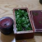 勢川  - 七味と入れ放題の青ネギ