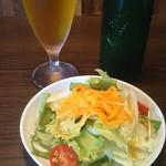カキツバタ - 小瓶ビール+カレーにセットのサラダ