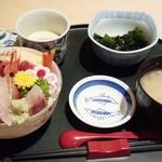 たむら - ランチメニュー「10長のおすすめ海鮮丼」(1000円)