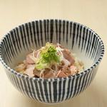 鶏と魚介らぁ麺komugi - レアチャーシュー丼