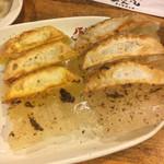 チャオチャオ餃子 - たっぷりキャベツ3個とカレー3個