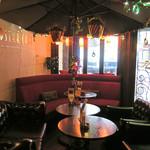 ワールドスター カフェ - エントランス横のソファー