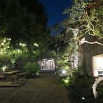 74429349 - 酒蔵の敷地は夜とても綺麗♪