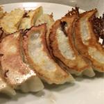 餃子の丸福 - 薄皮で優しい餡。旨味たっぷりです。