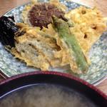 豊野丼 - しらうおのかきあげ天丼についてきた野菜たち