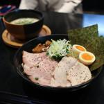 麺者すぐれ - 2017年10月再訪:すぐれつけ麺 三種の肉・味玉・海苔☆