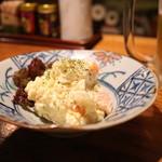 とりこころ - 少しトロッとして玉ねぎの味の効いた「昔ながらのポテトサラダ」