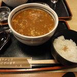 一久 - カレーとじうどん(900円)と御飯の小(190円 漬物付き)