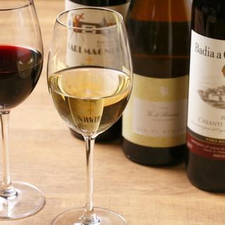 常時30種類以上のワインで熟成近江牛をさらに美味しく。
