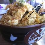 豊野丼 - 海鮮丼、横から。