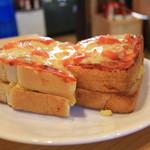 コメダ珈琲店 - ぶ厚いトースト2枚