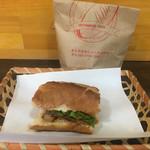 BAMI OISHI - 「バインミーパテ豚肉」600円(半分イートイン、半分持ち帰り)