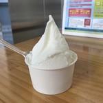 74457835 - 1番人気の濃厚ミルク、390円です。
