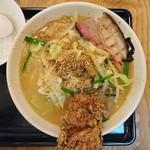 丹行味素 - 2017年10月 ピリ辛味噌煮込み麺(がっつり) 990円