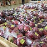 道の駅 あおき 農産物直売所 - りんごも色々な種類がありますよ