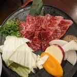 王道 - 王道定食の肉アップ
