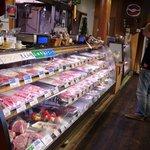 牛山精肉店 - 肉の種類も豊富
