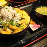 たこ島 - シラスとサザエの卵とじ丼